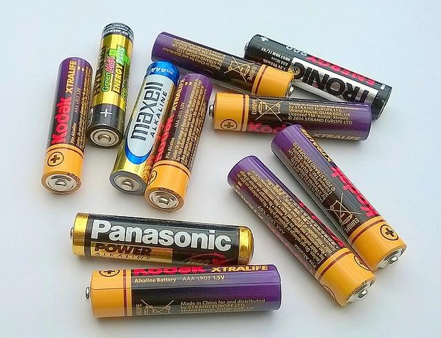 batteries-1147663_640.jpg