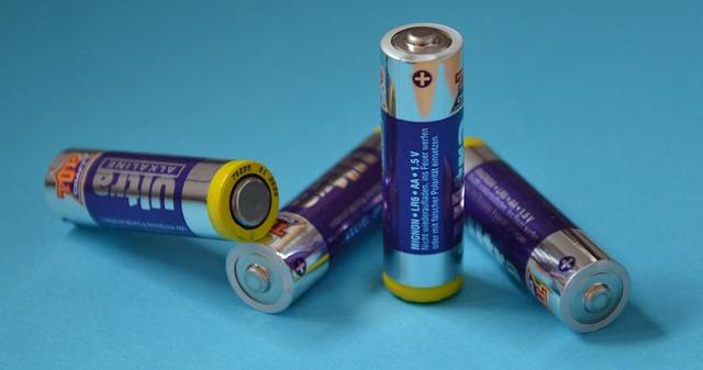 batteries-2641365_640.jpg