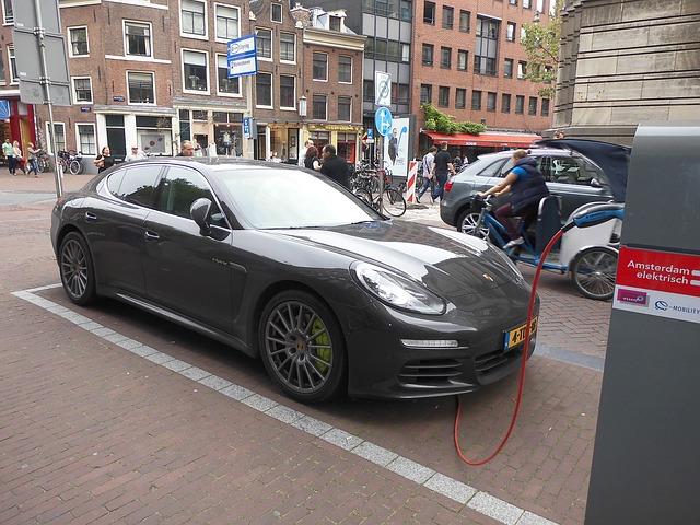 electric-car-1736418_640.jpg